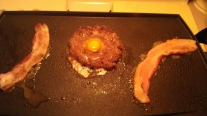 egg in the middle of ground beef